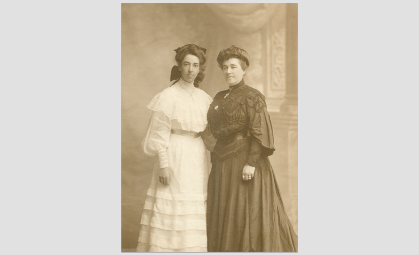Marie Theomin (née Michaelis) and her daughter Dorothy as a young woman.