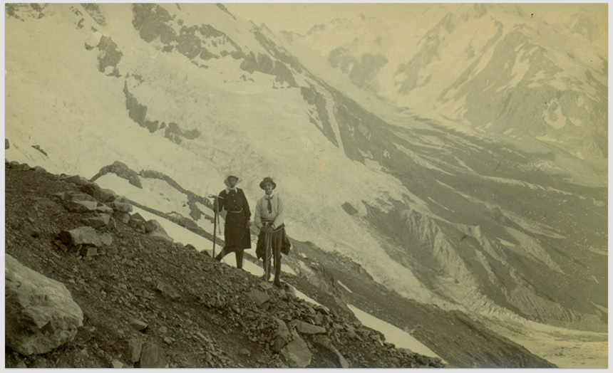 Dorothy Theomin, snapshot postcard of Miss Theomin with a male climbing companion at the Haast Ridge Bivouac, (March 1913).